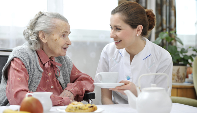 nursing home patient traditional meal dementia