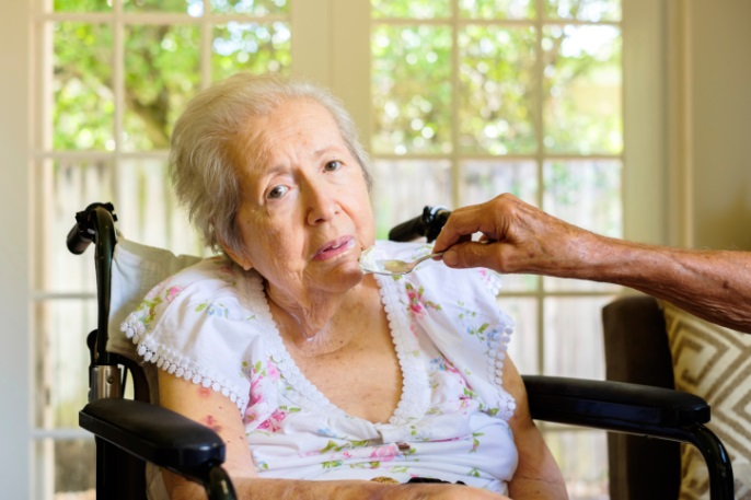 elderly woman dementia eating
