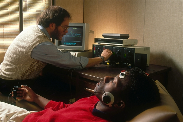 During neurofeedback, patients are given the opportunity to self-modulate physiological functions. Brain activity associated with pain signals (α and β waves) is monitored using electroencephalogram recordings and conveyed to the patient using visual or auditory cues. The patient is instructed to bring the signal within a desired range of activity. Photo credit: Science Source